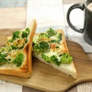 Cheese-toast-with-broccoli-and-dried-small-fish