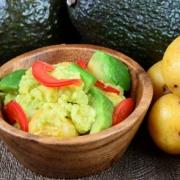 アボカドポテトサラダ(緑色のポテサラ)