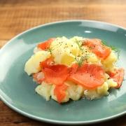 ジャガイモとスモークサーモンのサラダ